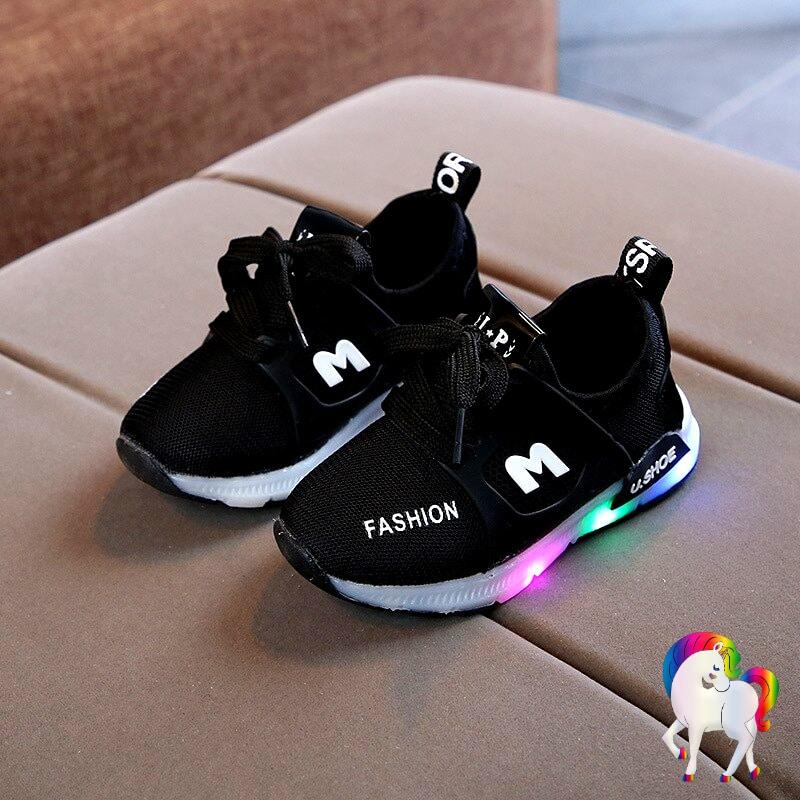 Baskets lumineuses licornes noir vue de prêt