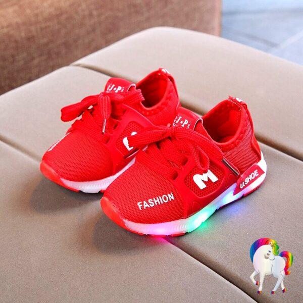 Baskets lumineuses licornes rouge vue de prêt